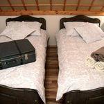 Tetőtéri fürdőszobás kétágyas szoba (pótágyazható)