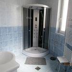 Földszinti fürdőszobás kétágyas szoba