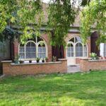 Bauernhaus mit Terasse und Aussicht auf den Garten