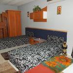 Camera cu vedere spre curte cu bucatarie comuna pentru 7 pers. (se poate solicita pat suplimentar)
