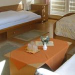 Fürdőszobás Grand háromágyas szoba (pótágyazható)
