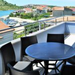 Deluxe Sea View 3-Room Apartment for 8 Persons