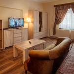 Apartament 6-osobowy na parterze z dostępem do ogrodu z 2 pomieszczeniami sypialnianymi (możliwa dostawka)