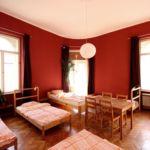 Camera single pat in dormitor comun cu 7 X paturi dormitory