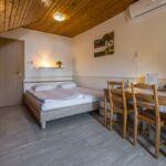 Tóra néző teraszos franciaágyas szoba (pótágyazható)