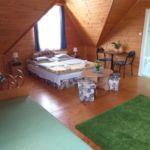 Erkélyes fürdőszobás háromágyas szoba (pótágyazható)