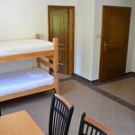Na katu Sa vlastitom kuhinjom apartman za 4 osoba(e) sa 2 spavaće(om) sobe(om)