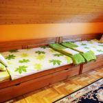 Hegyekre néző panorámás kétágyas szoba (pótágyazható)