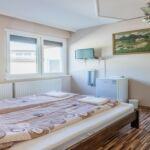 Közös fürdőszobás Standard franciaágyas szoba