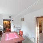 Однокомнатный 10-местный апартамент цокольного этажа