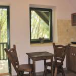 Erdőre néző erkélyes 4 fős apartman 2 hálótérrel (pótágyazható)