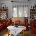Izba s manželskou posteľou s výhľadom do záhrady na prízemí