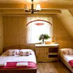 Emeleti közös fürdőszobás négyágyas szoba