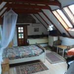 Hegyekre néző Grand négyágyas szoba (pótágyazható)