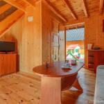 Domek drewniany 5-osobowy z balkonem z aneksem kuchennym