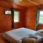Cabana cu terasa cu vedere spre lac pentru 29 pers. (se inchirieaza doar integral)