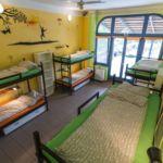 Camera single pat in dormitor comun cu 8 X paturi dormitory
