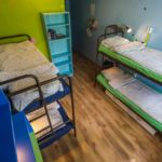 Camera single pat in dormitor comun cu 4 X paturi dormitory