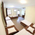 Földszinti négyágyas szoba (pótágyazható)