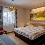 Hegyekre néző kétágyas szoba (pótágyazható)