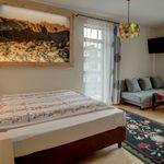 Hegyekre néző balkonos kétágyas szoba (pótágyazható)