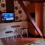 Udvarra néző tetőtéri franciaágyas szoba