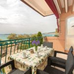 Apartament cu terasa cu vedere spre mare cu 2 camere pentru 4 pers.