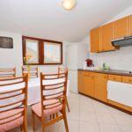 Apartament 5-osobowy z klimatyzacją z tarasem z 2 pomieszczeniami sypialnianymi