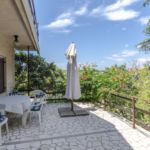 Apartman s terasou pro 8 os. se 3 ložnicemi s výhledem do zahrady