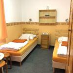 Na katu (2.) soba sa dva odvojena kreveta (za 2 osoba(e))
