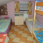 Tetőtéri ötágyas szoba