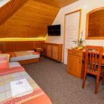 Emeleti Economy Külön ágyas kétágyas szoba