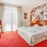 Standard Pokoj lCD TV s manželskou postelí