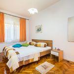 U prizemlju Sa vlastitom kuhinjom apartman za 4 osoba(e) sa 2 spavaće(om) sobe(om)