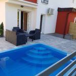 Apartament pool side cu 2 camere pentru 4 pers.