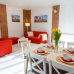 Apartament familial(a) cu vedere spre curte cu 2 camere pentru 4 pers. (se poate solicita pat suplimentar)