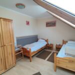 Udvarra néző tetőtéri kétágyas szoba (pótágyazható)