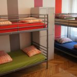 Camera single pat in dormitor comun cu 6 X paturi