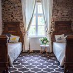 Közös fürdőszobás Renesance kétágyas szoba