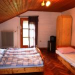 Apartament la mansarda cu aer conditionat cu 3 camere pentru 8 pers.
