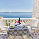 Apartman s terasou pro 4 os. se 2 ložnicemi s výhledem na moře
