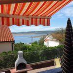 Apartament 4-osobowy na parterze z widokiem na morze z 2 pomieszczeniami sypialnianymi (możliwa dostawka)