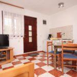 Apartman s klimatizací s terasou pro 4 os. s 1 ložnicí A-6618-a
