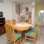 Apartament cu aer conditionat cu terasa cu 3 camere pentru 5 pers. A-5953-b