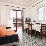 Apartament cu aer conditionat cu vedere spre mare cu 2 camere pentru 5 pers. A-9315-a