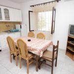 Apartament cu aer conditionat cu terasa cu 2 camere pentru 5 pers. A-910-a