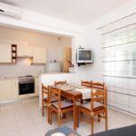 Apartament cu aer conditionat cu vedere spre mare cu 2 camere pentru 4 pers. A-189-b