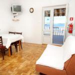 Apartament cu aer conditionat cu vedere spre mare cu 2 camere pentru 4 pers. A-9360-c