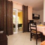 Apartament cu aer conditionat cu terasa cu 1 camera pentru 3 pers. A-8137-b