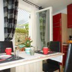 Apartament 4-osobowy z klimatyzacją z tarasem z 2 pomieszczeniami sypialnianymi A-12305-b
